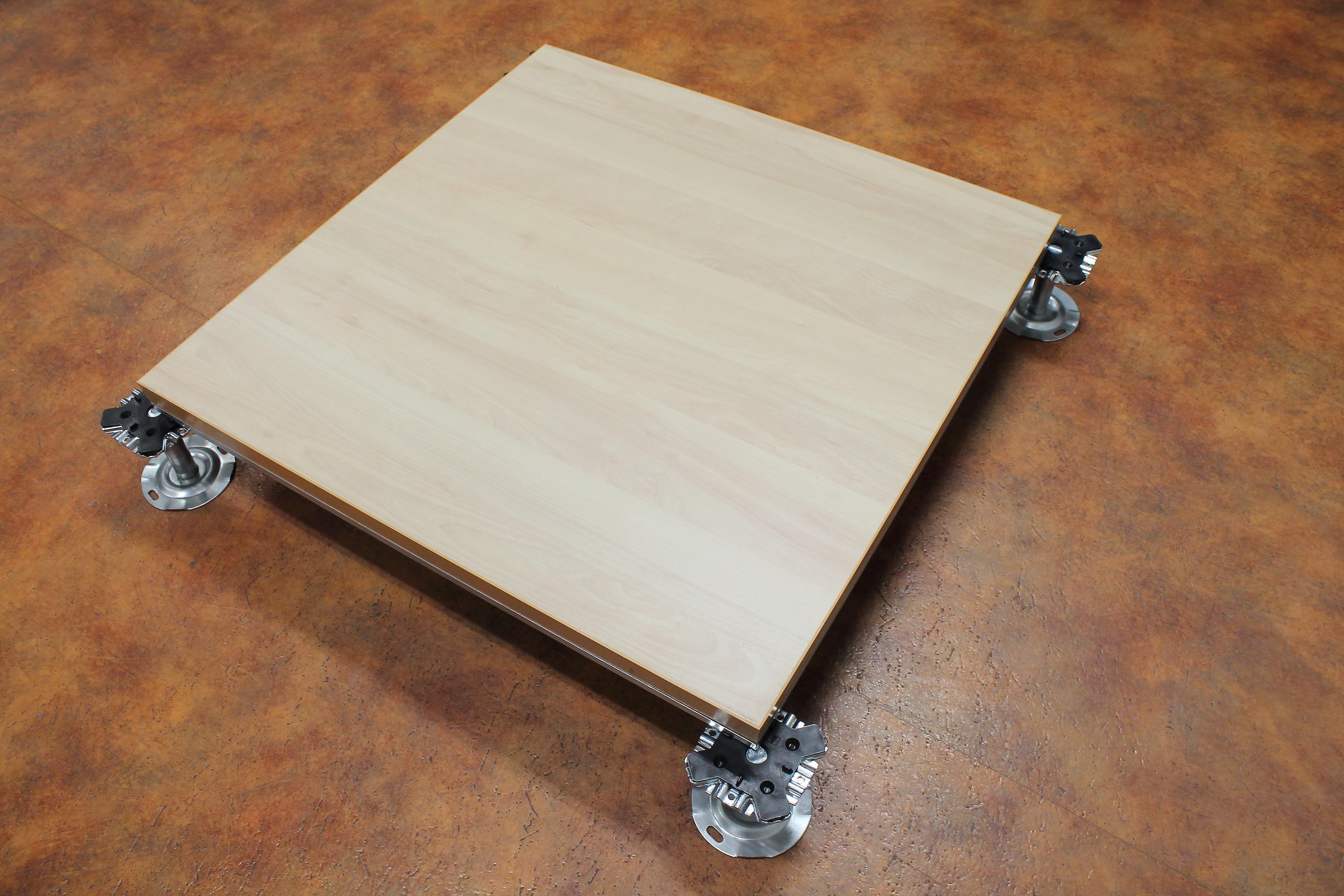 Pavimento elevado registrable con aglomerado de madera l - Suelo tecnico madera ...